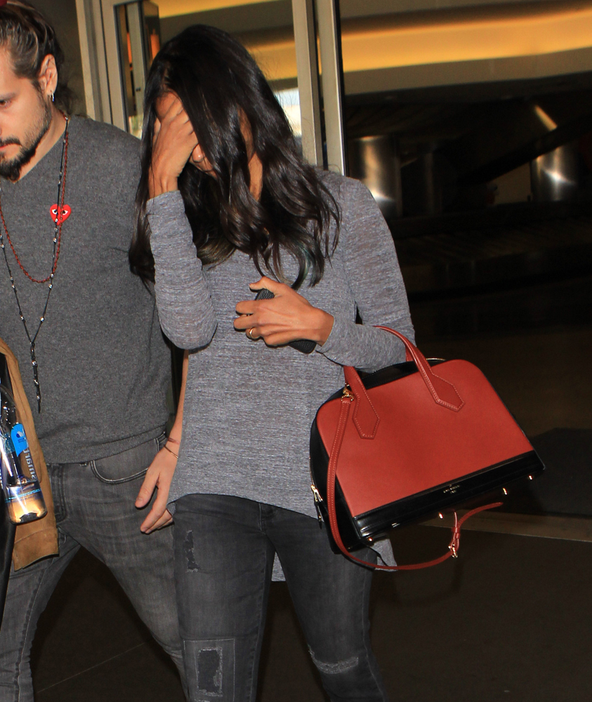 Zoey-Saldana-Louis-Vuitton-Dora-Bag