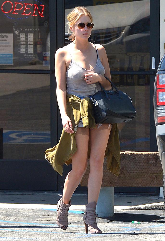 Ashley Benson Givenchy Antigona 1. Just Can t Get Enough  Ashley Benson Loves Her Givenchy Antigona