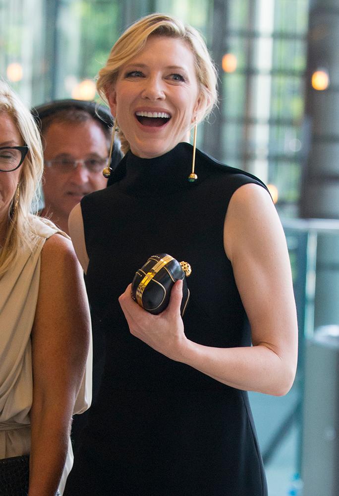 Cate-Blanchett-Alexander-McQueen-Skull-Clutch