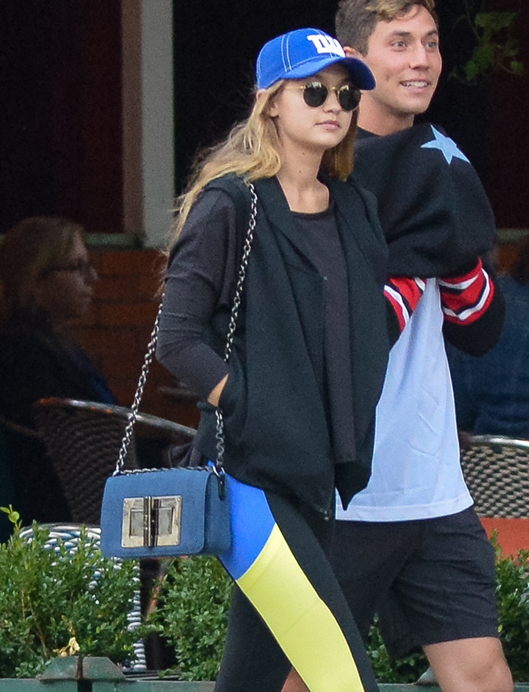 Gigi-Hadid-Tom-Ford-Natalia-bag