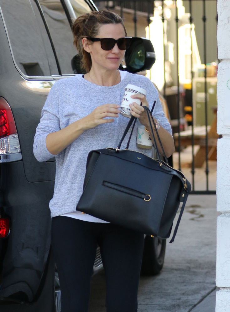 Jennifer-Garner-Celine-Ring-Bag