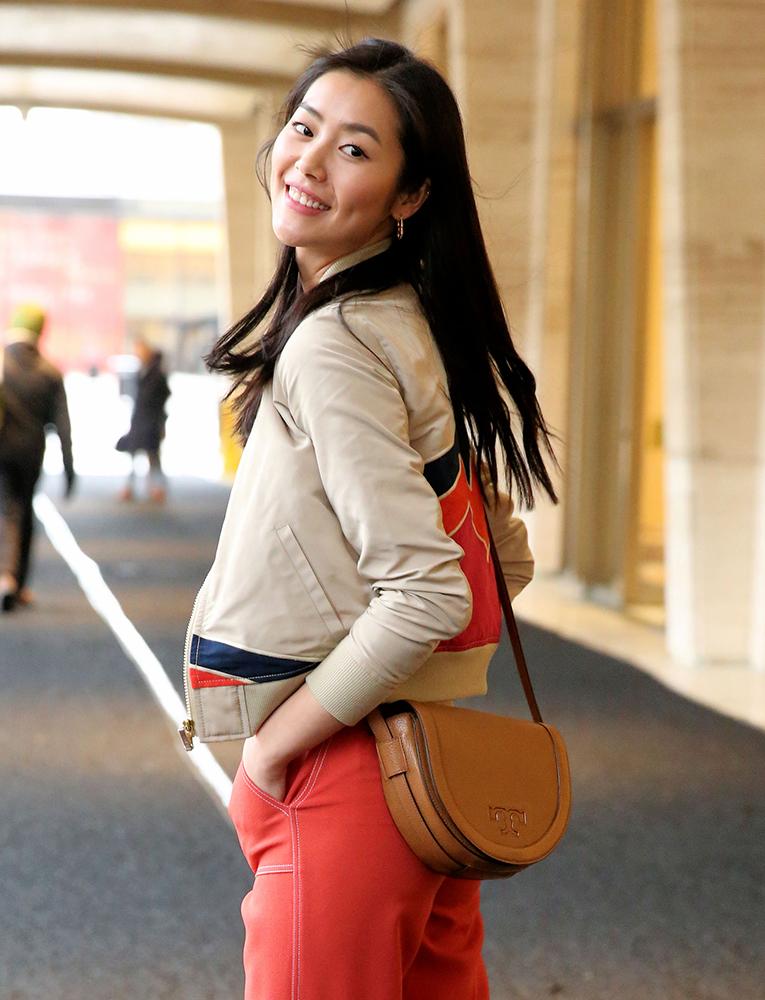 Liu-Wen-Tory-Burch-Serif-T-Shoulder-Bag