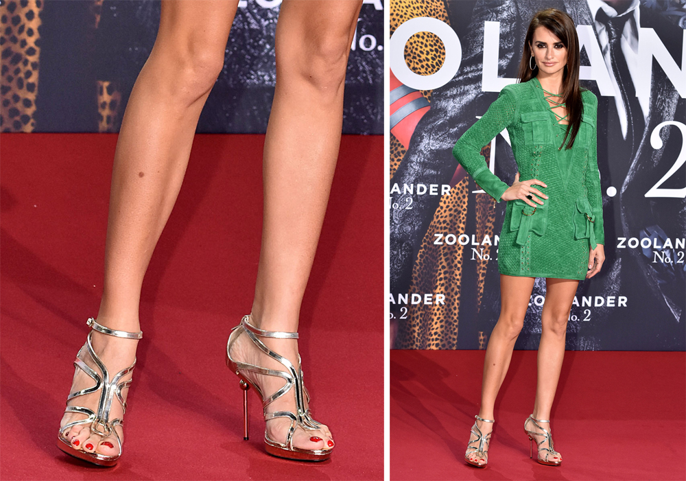 Penelope-Cruz-Roger-Vivier-Ondulation-Metallic-Sandals