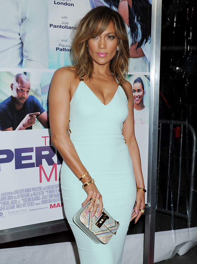 Jennifer-Lopez-Valentino-B-Rockstud-Crystal-Shoulder-Bag