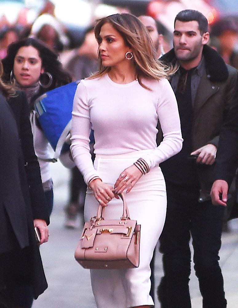 Jennifer-Lopez-Valentino-B-Rockstud-Tote