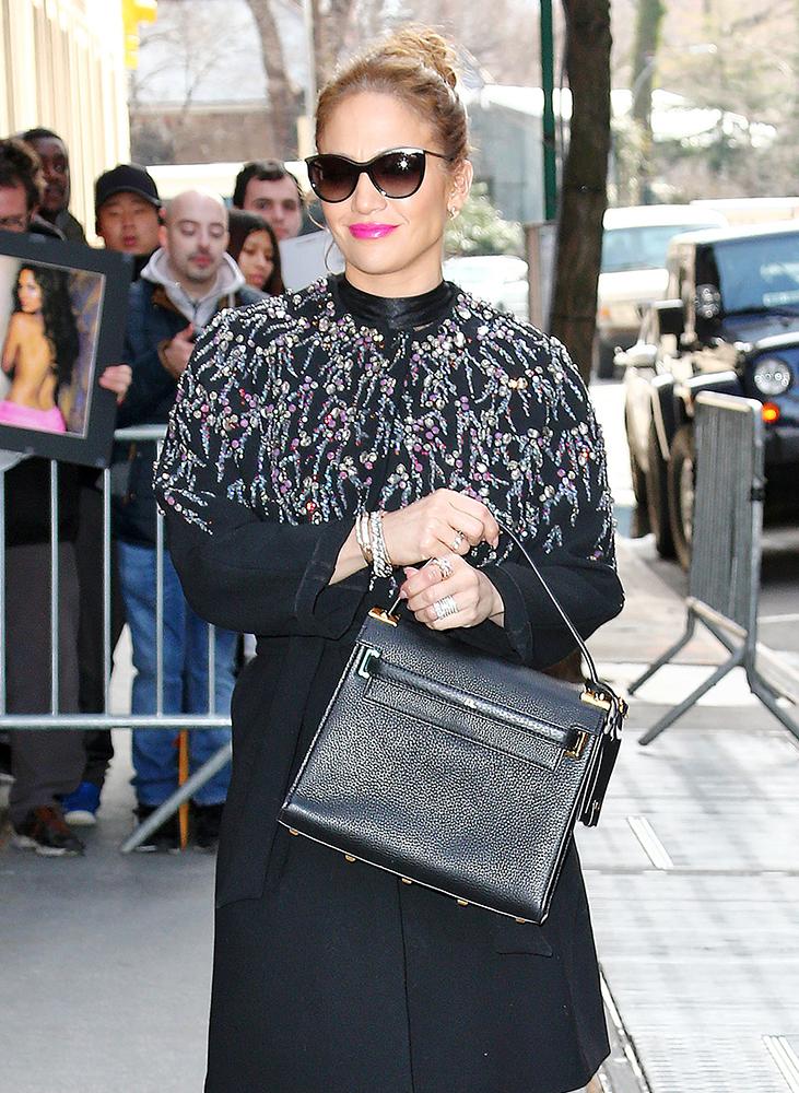 Jennifer-Lopez-Valentino-My-Rockstud-Bag-Black