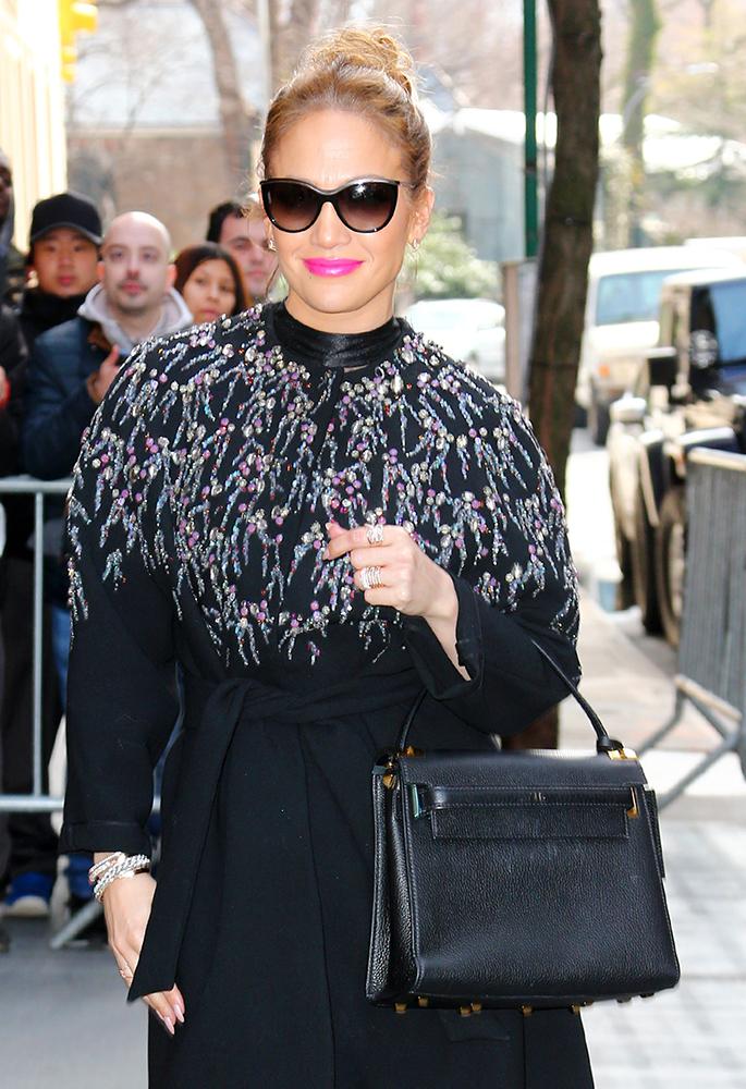 Jennifer-Lopez-Valentino-My-Rockstud-bag