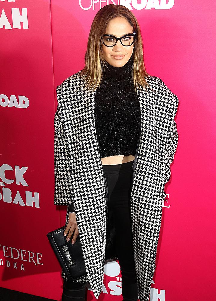 Jennifer-Lopez-Valentino-VaVaVoom-Shoulder-Bag