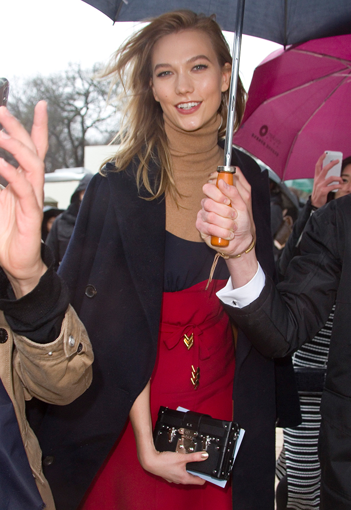 Karlie-Kloss-Louis-Vuitton-Petite-Malle-Clutch