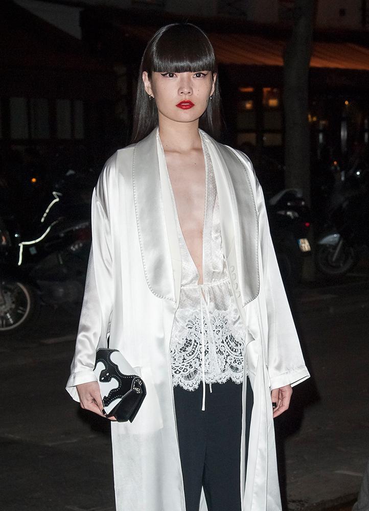 Kozue-Akimoto-Givenchy-Bow-Cut-Clutch