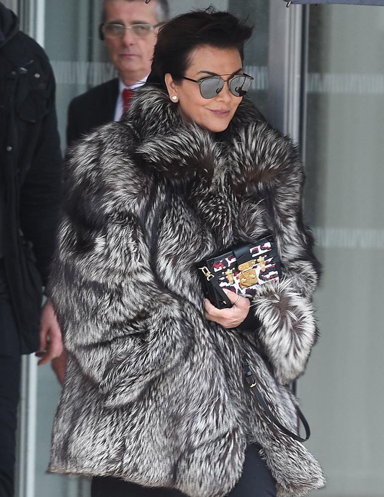 Kris-Jenner-Louis-Vuitton-Petite-Malle-Clutch