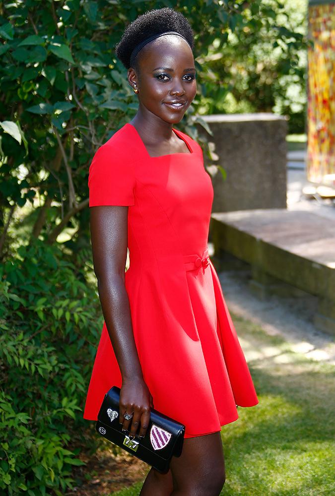 Lupita-Nyongo-Dior-Miss-Dior-Premande-Badges-Pouch