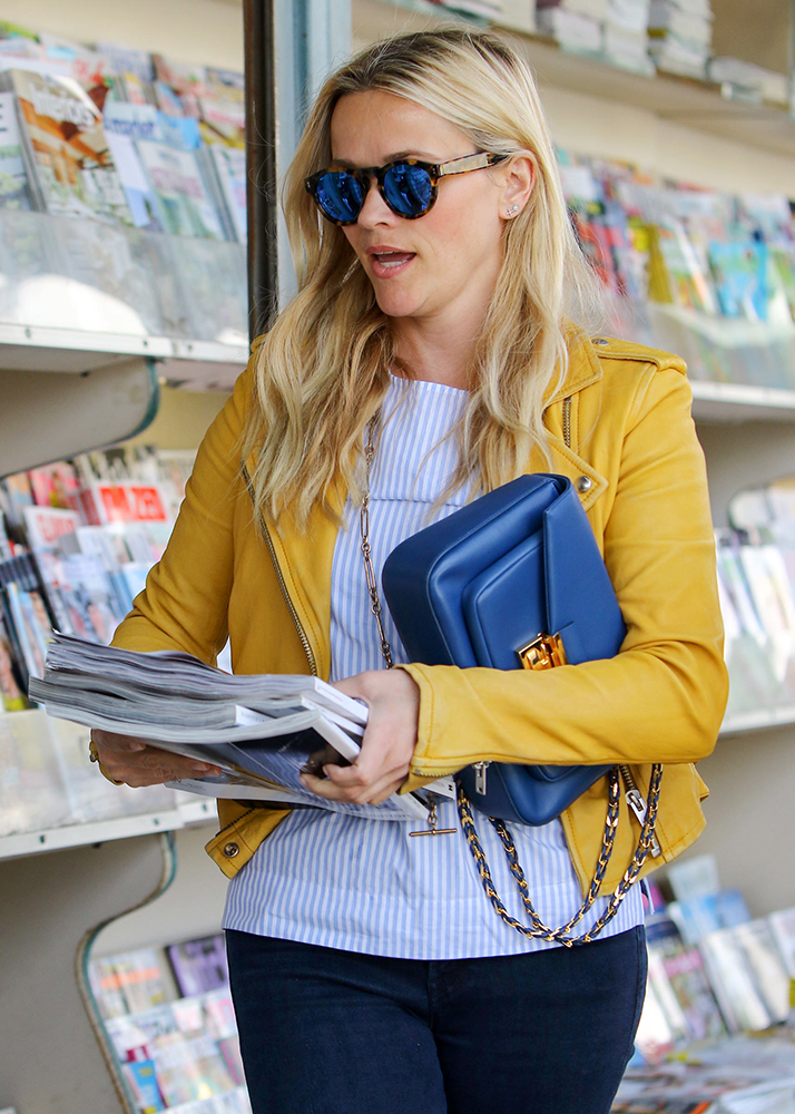 Reese-Witherspoon-Fendi-Be-Baguette-Bag
