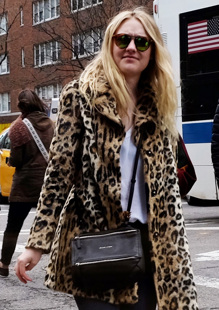 Dakota-Fanning-Givenchy-Mini-Pandora-Bag