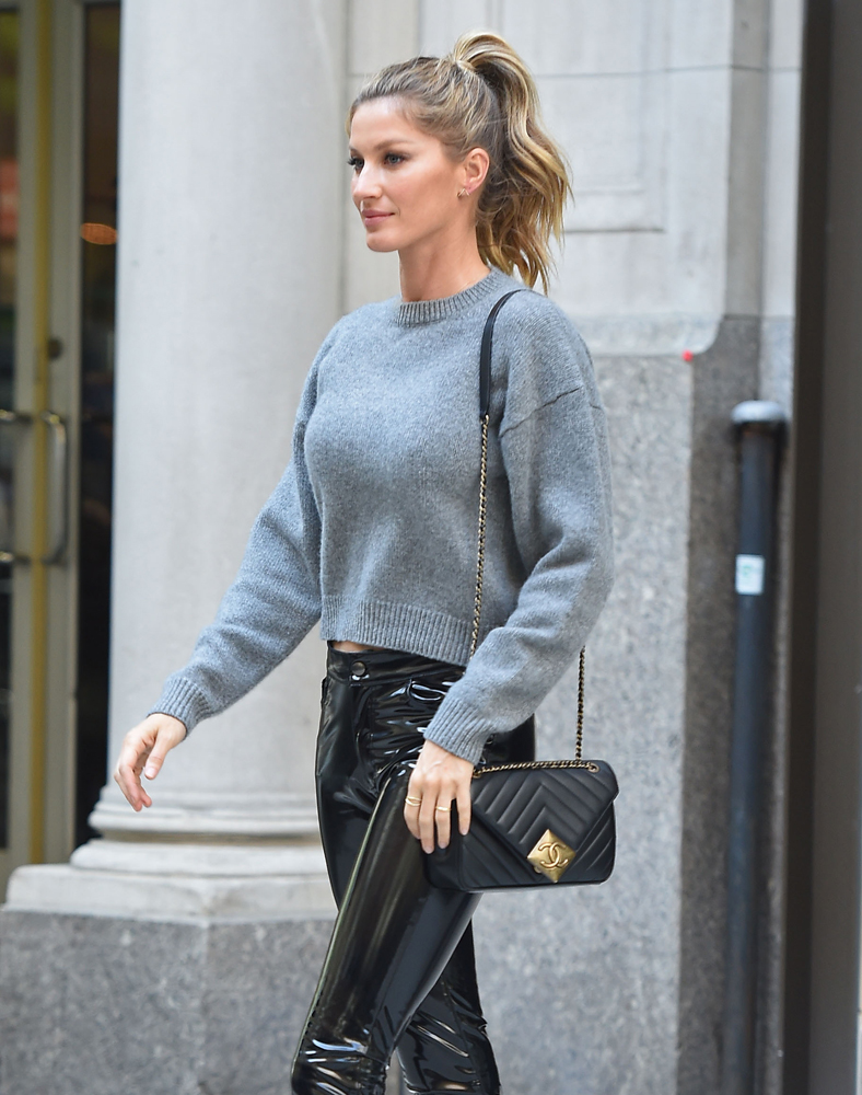 Gisele-Bundchen-Chanel-Chevron-Flap-Bag