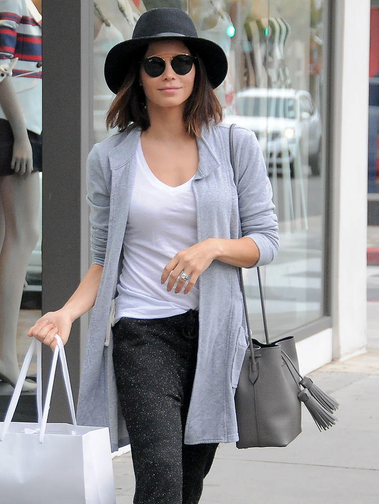 Jenna-Dewan-Tatum-Tom-Ford-Tassel-Bucket-Bag
