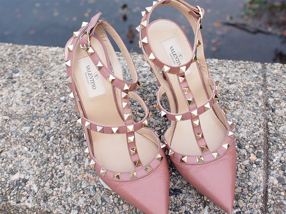 76f72f44d7976 The Ultimate Shoe Guide  The Valentino Rockstud Pumps - PurseBlog