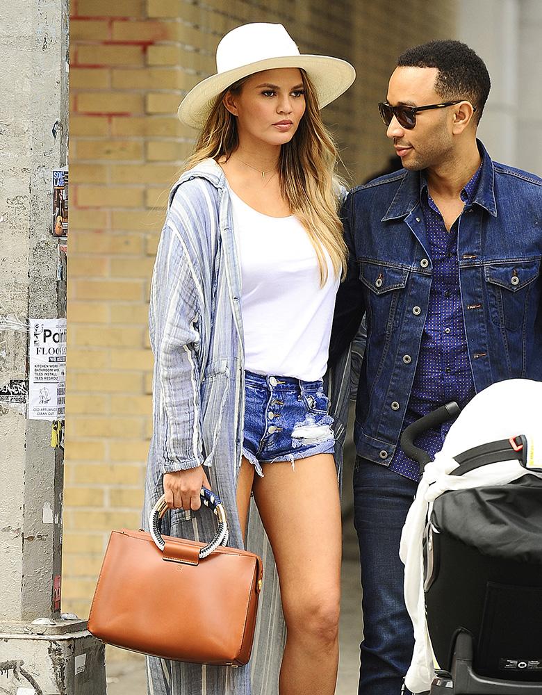 Chrissy-Teigen-The-Row-Classic-5-Tote