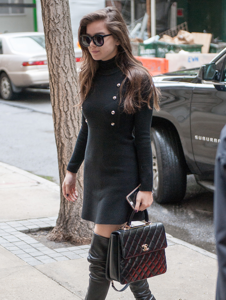 Hailee-Steinfeld-Chanel-Top-Handle-Bag