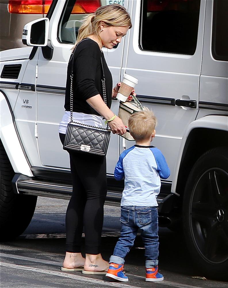 Hilary-Duff-Chanel-Flap-Bags-11