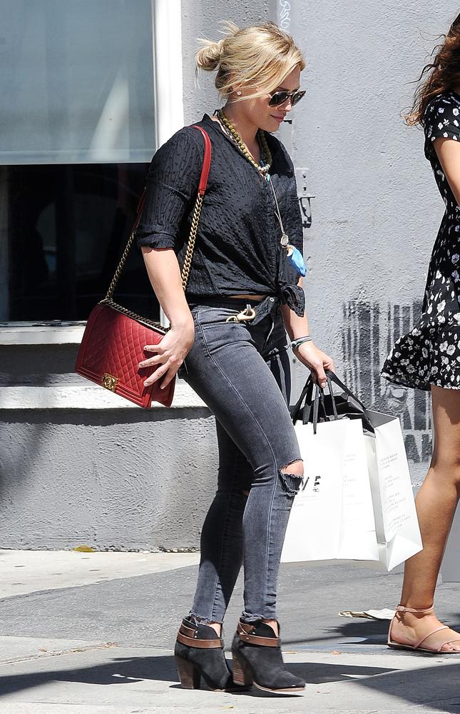 Hilary-Duff-Chanel-Flap-Bags-15