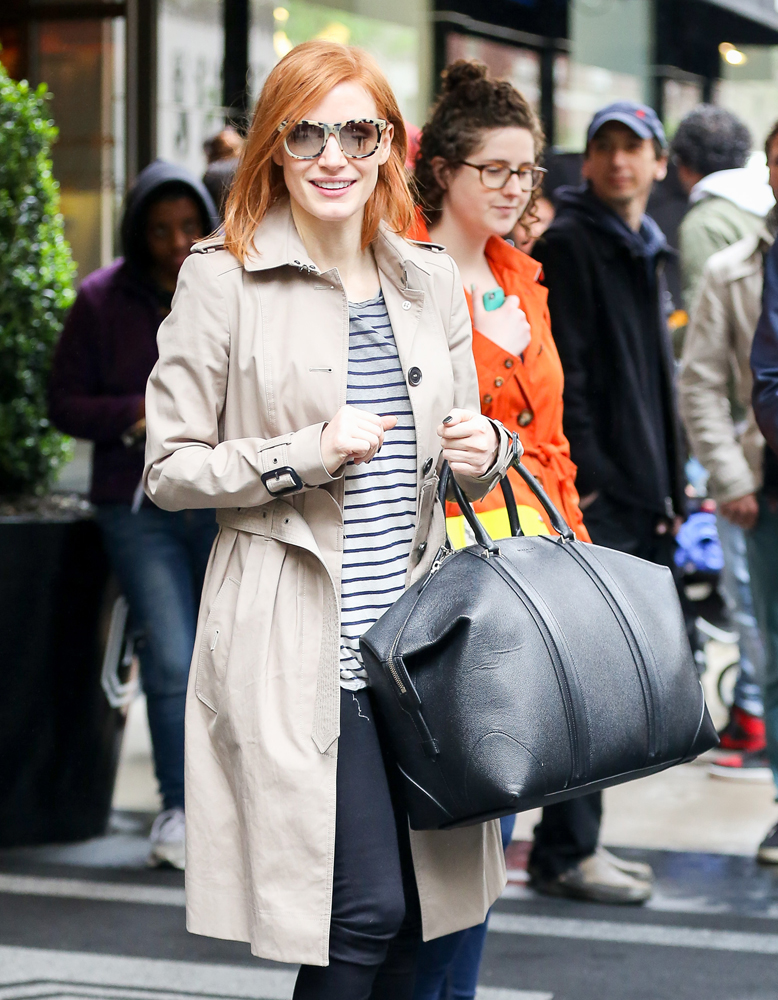 Jessica-Chastain-Givenchy-Lucrezia-Weekender