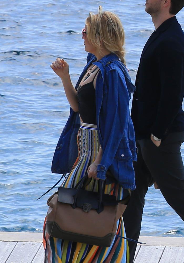 Kate-Hudson-Versace-Palazzo-Empire-Bag
