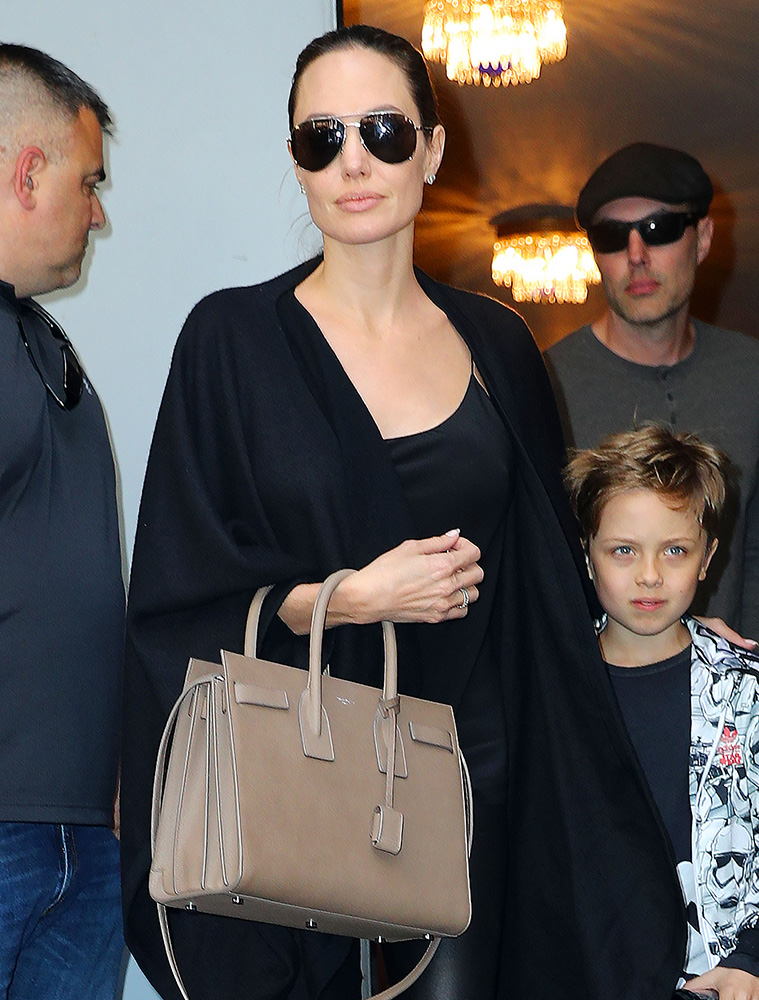 Angelina-Jolie-Saint-Laurent-Sac-de-Jour-Bag
