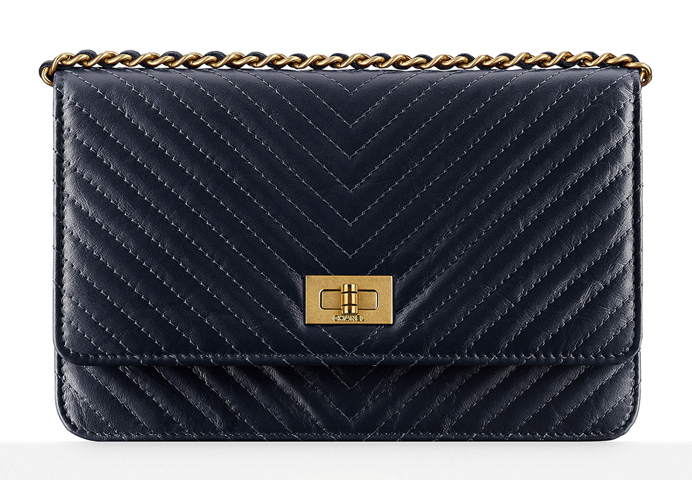 Chanel-Chevron-Wallet-on-Chain-2100