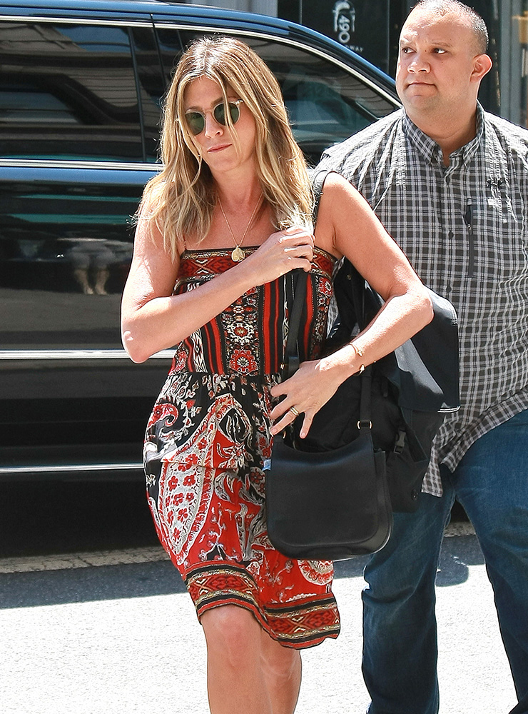 Jennifer-Aniston-The-Row-Hunting-9-Shoulder-Bag