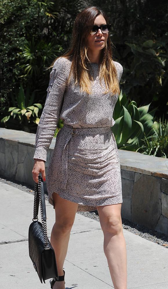 Jessica-Biel-Chanel-Boy-Bag