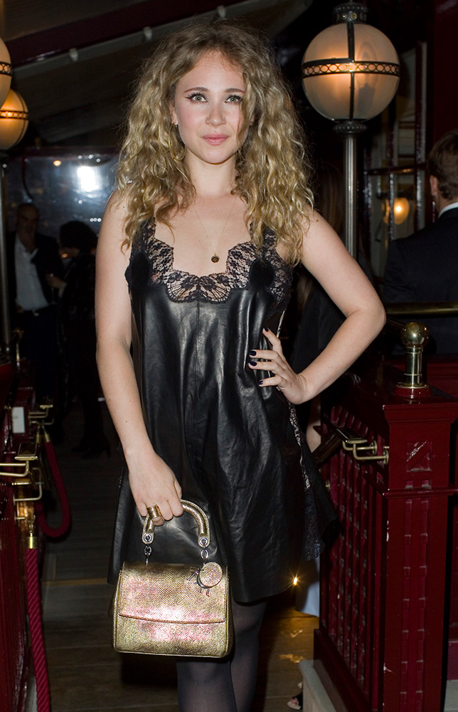 Juno-Temple-Dior-Be-Dior-Bag