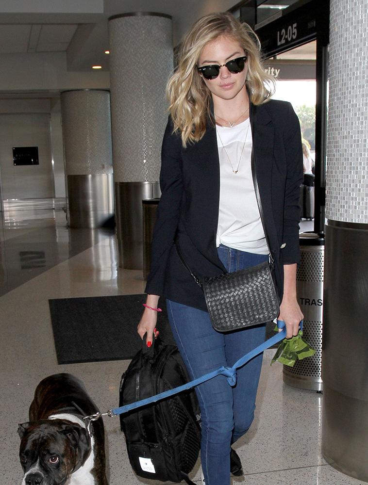 Kate-Upton-Bottega-Veneta-Messenger-Bag