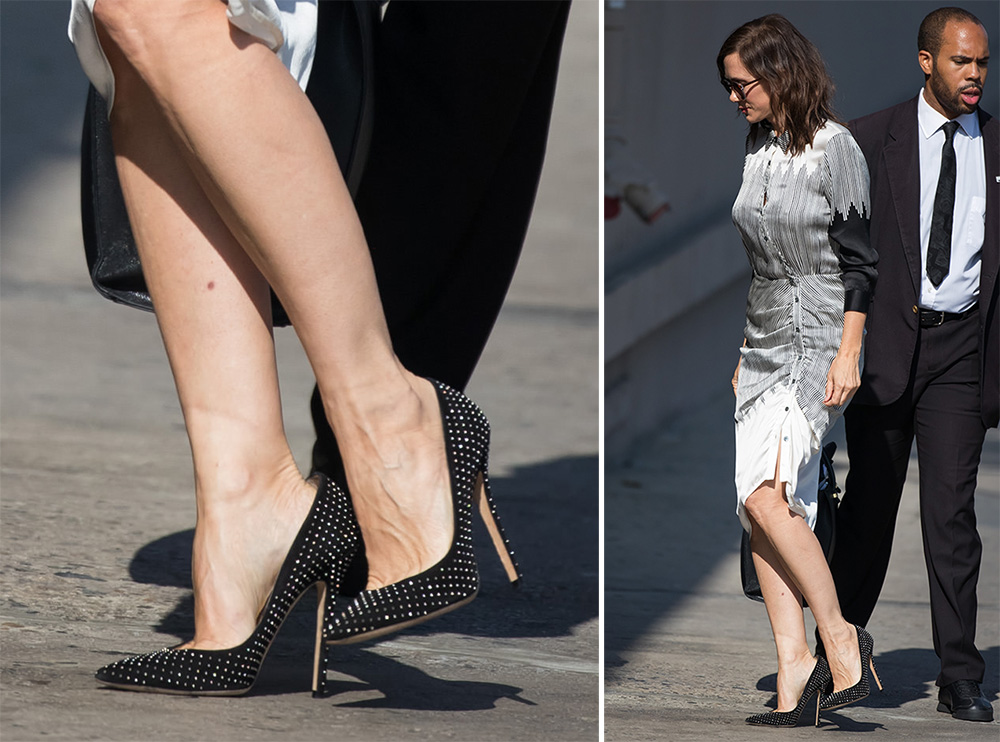 Kristen-Wiig-Jimmy-Choo-Anouk-Pumps