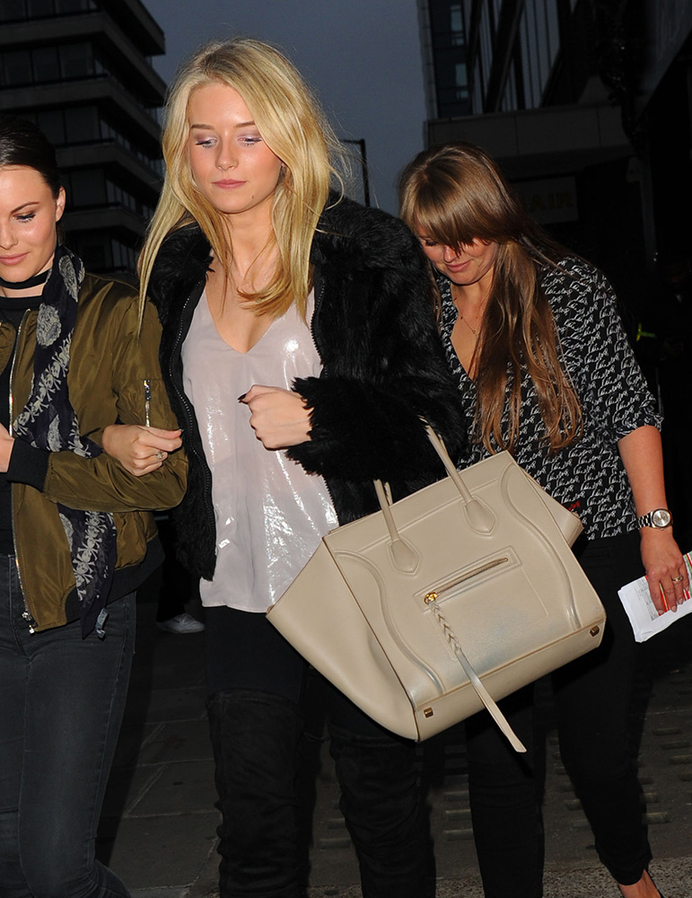 Lottie-Moss-Celine-Phantom-Luggage-Tote