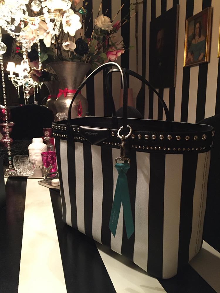tPF Member: Royalbohemian Bag: Givenchy Antigona Large Tote Shop: $864 via SSENSE
