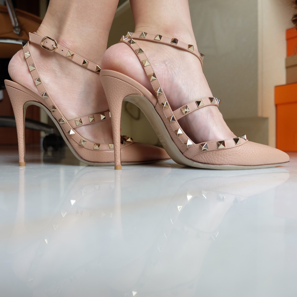 tPF Member: Vavavooom Shoes: Valentino Rockstud Pebbled Leather Pump  Shop: $1,045 via Bergdorf Goodman