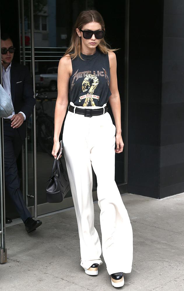 Gigi-Hadid-Versace-Palazzo-Empire-Mini-Bag-10