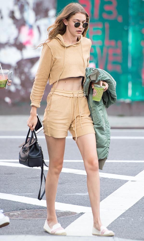 Gigi-Hadid-Versace-Palazzo-Empire-Mini-Bag-6