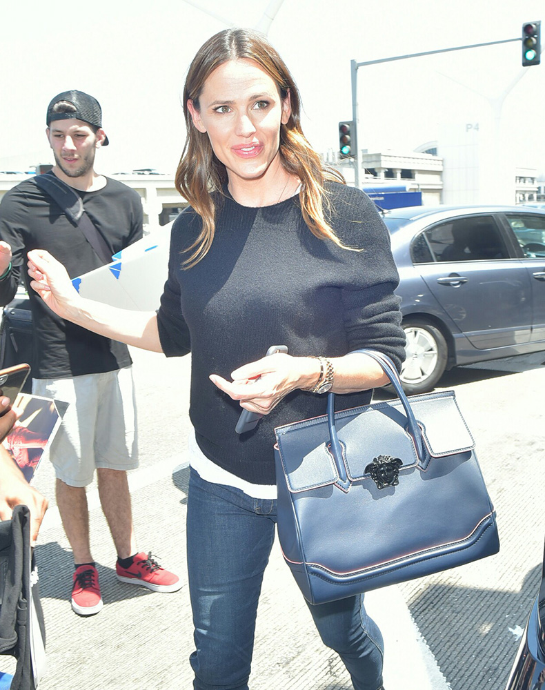 c681115be1 Jennifer-Garner-Versace-Palazzo-Empire-Bag - PurseBlog