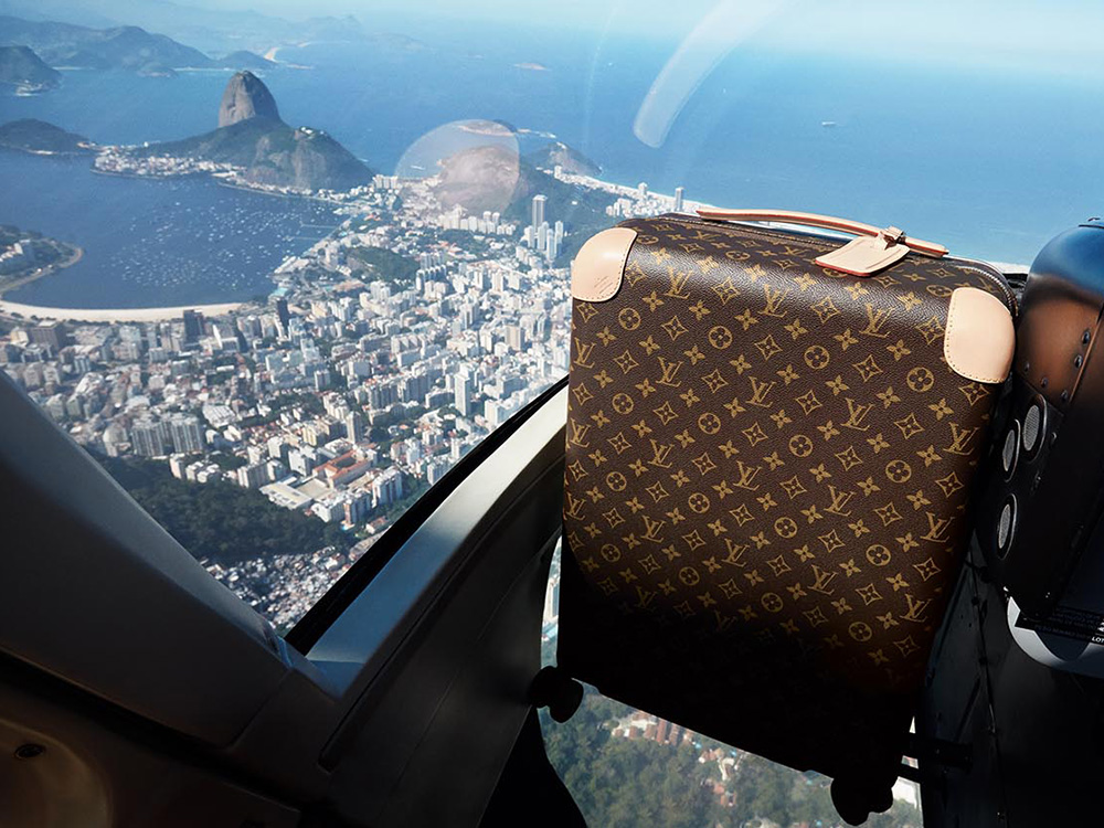 Louis-Vuitton-Rolling-Luggage-1