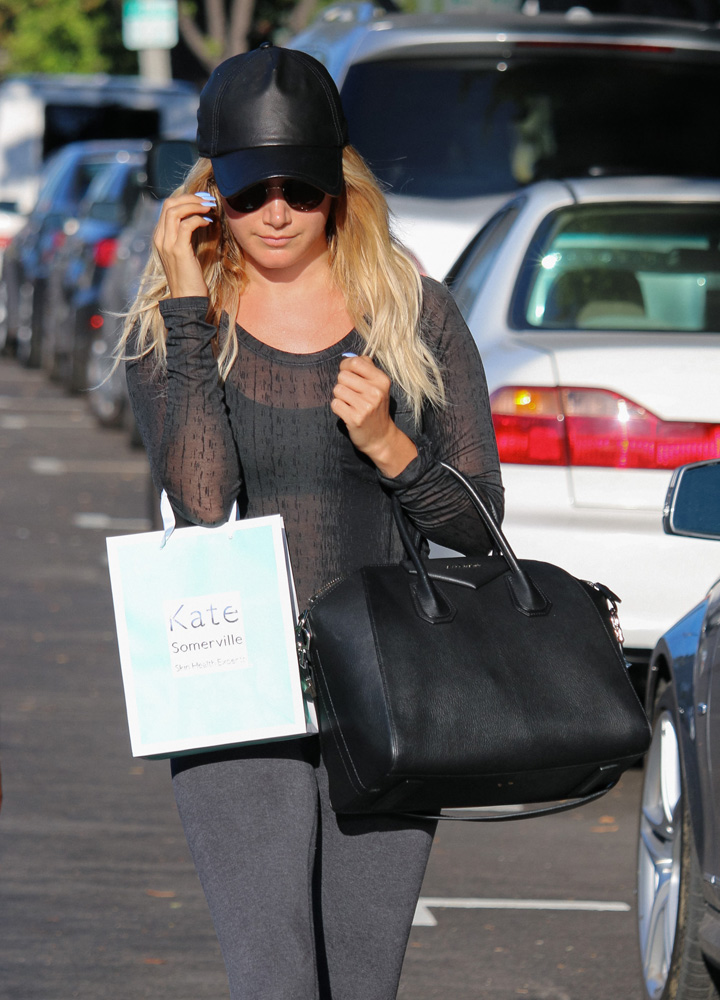 Ashley-Tisdale-Givenchy-Antigona