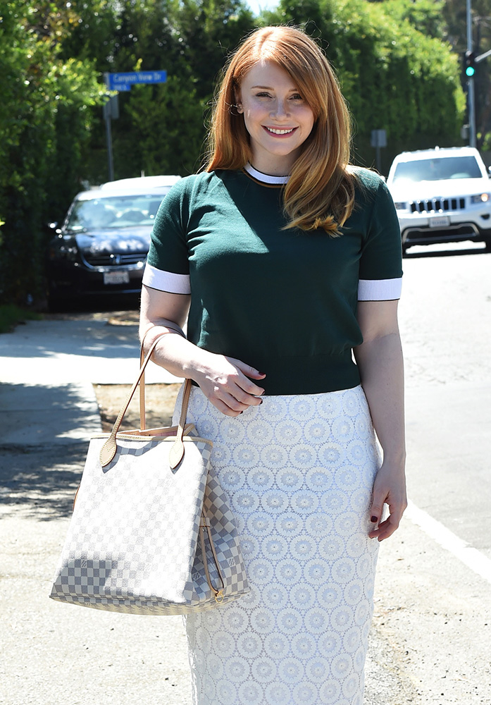 Bryce-Dallas-Howard-Louis-Vuitton-Damier-Azur-Neverfull-Tote