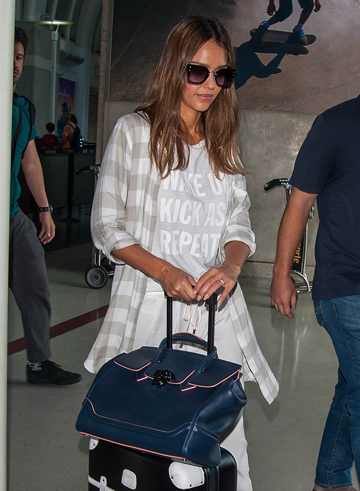 Jessica-Alba-Versace-Palazzo-Empire-Bag