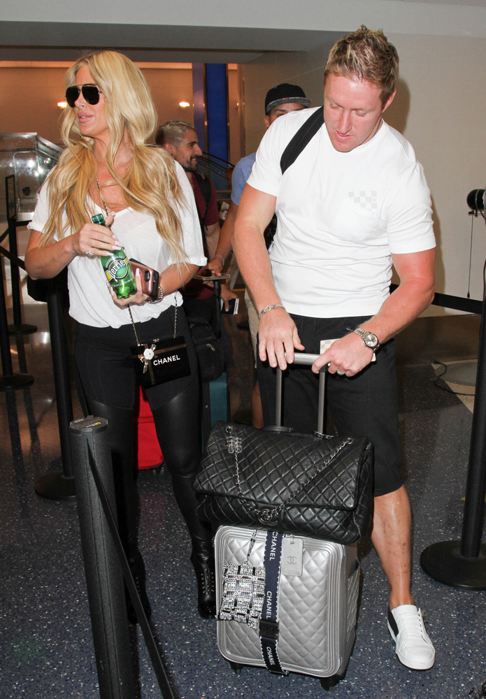 Kim-Zolciak-Kroy-Biermann-Chanel-Bags-and-Luggage