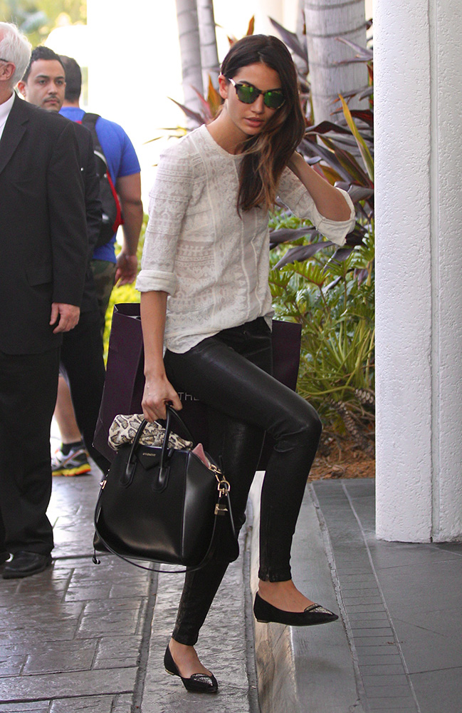 Lily-Aldridge-Givenchy-Antigona-Bag-3