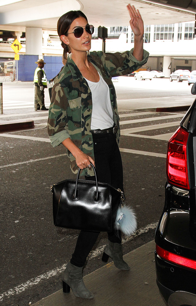 Lily-Aldridge-Givenchy-Antigona-Bag-5
