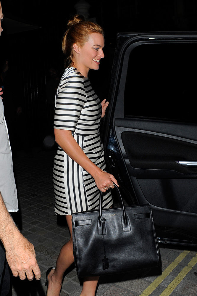 Margot-Robbie-Saint-Laurent-Sac-de-Jour-Tote