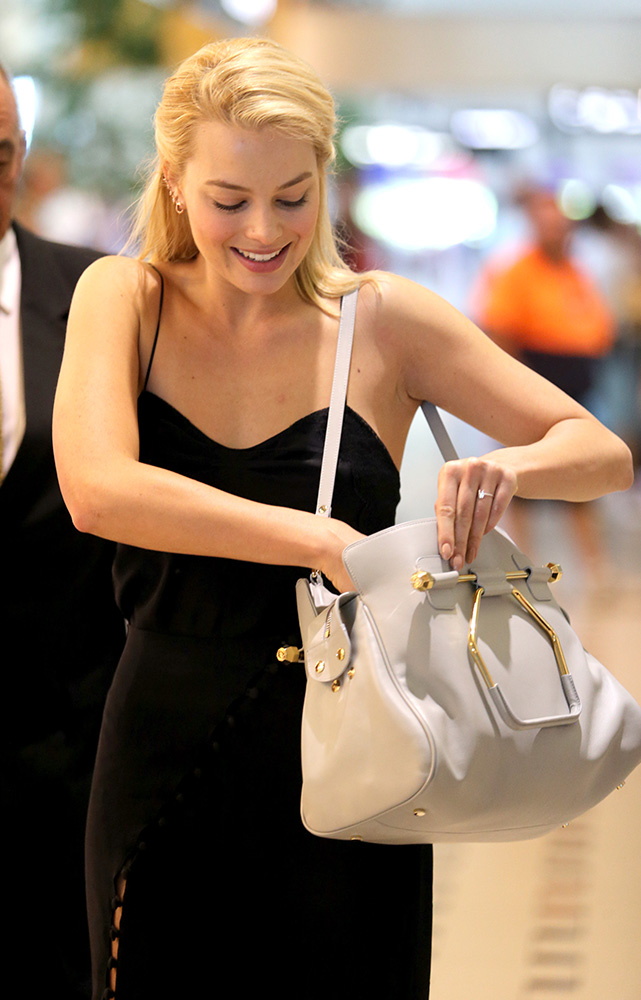 Margot-Robbie-Viktor-and-Rolf-Bombette-Bag