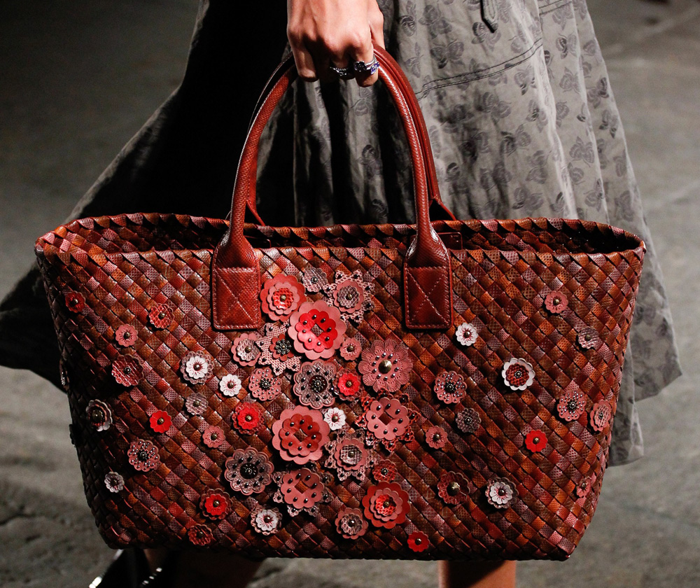 a272db146e Bottega Veneta Spring 2017 Celebrated the Brand s 50th Anniversary ...